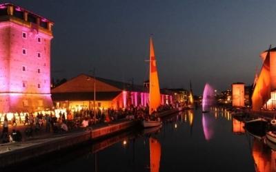 Magazzini del sale a Cervia, notte rosa