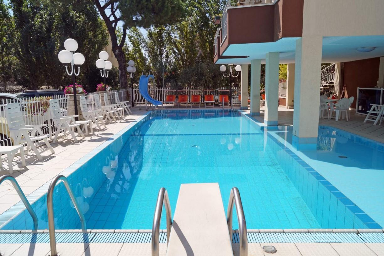 Hotel con piscina a rivazzurra rimini hotel cosmos - Hotel rivazzurra con piscina ...