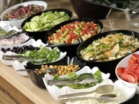 Ricco buffet di verdure a pranzo e cena