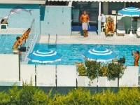 Piscina per adulti e piscina per bambini