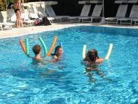 Divertimento e attività in piscina