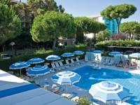 Due piscine: una per adulti e una per bambini, interamente riscaldate
