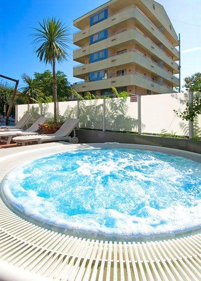 Hotel cattolica con piscina scopri l 39 hotel madison di - Residence cattolica con piscina ...