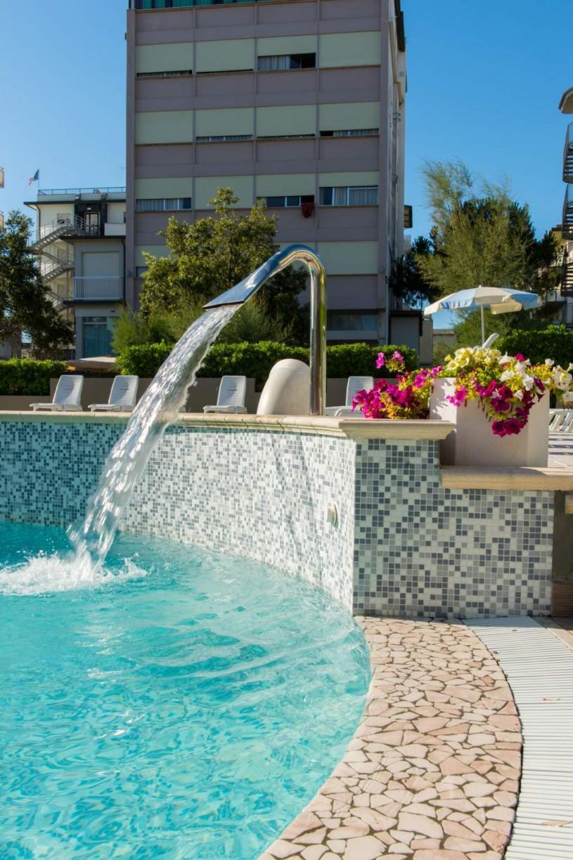 Hotel milano marittima con piscina hotel luxor - Hotel con piscina milano ...