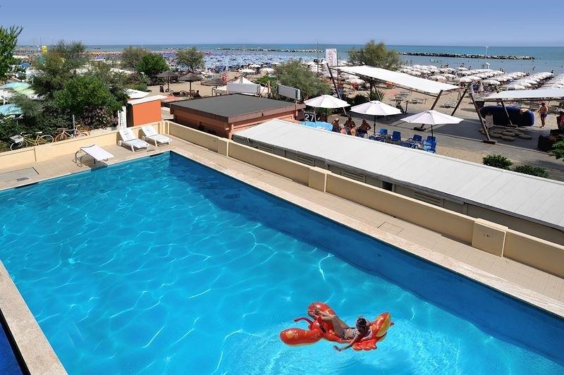 Hotel a bellaria con piscina scopri l 39 hotel roma - Hotel piscina roma ...