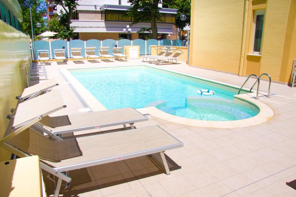 Hotel verona cesenatico valverde prezzi wroc awski - Hotel con piscina verona ...