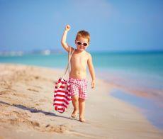 Bimbo sulla spiaggia