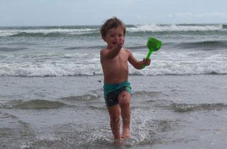 Cesenatico, bambino in spiaggia