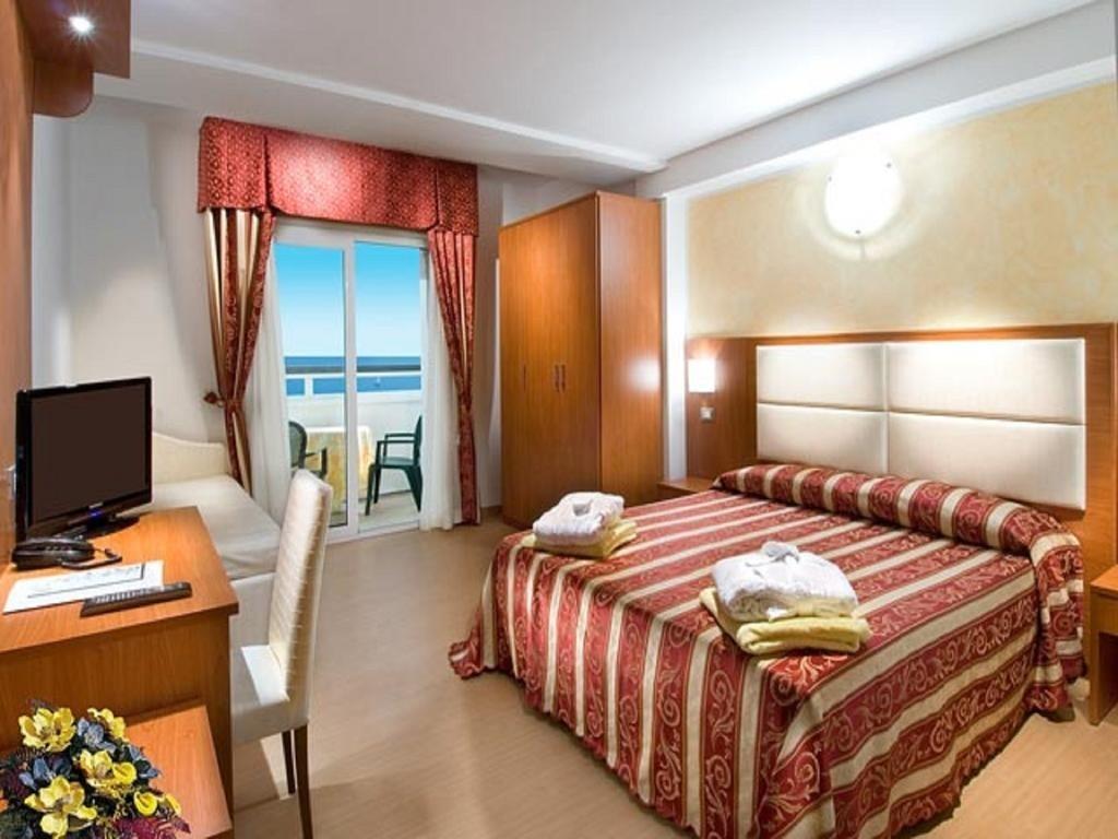 Bagno Mediterraneo Lido Di Savio : Hotel 3 stelle lido di savio strand hotel colorado