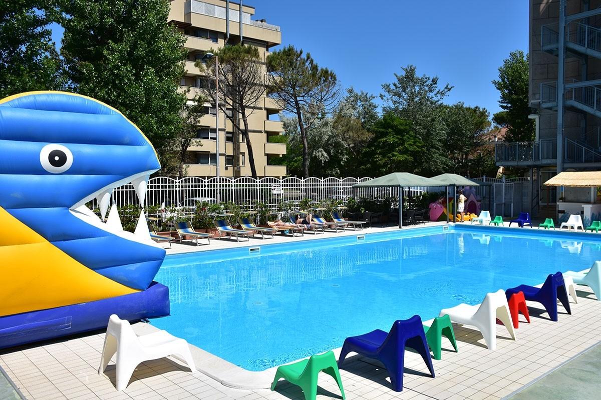 Hotel a rimini con piscina riscaldata hotel gambrinus rimini - Scivolo gonfiabile per piscina ...