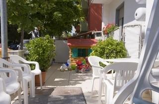 Veranda con giochi per bambini